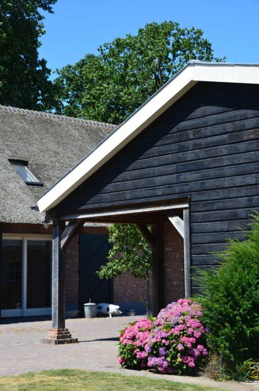 drijvers-oisterwijk-exterieur-boerderij-nieuwbouw-bakstenen-riet-dak-houten-gevel-spant-pannendak-restauratie-traditioneel-landelijk (3)