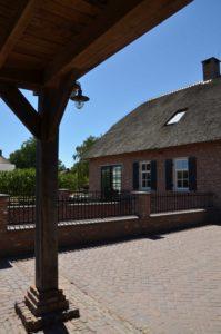 drijvers-oisterwijk-exterieur-boerderij-nieuwbouw-bakstenen-riet-dak-houten-gevel-spant-pannendak-restauratie-traditioneel-landelijk (8)