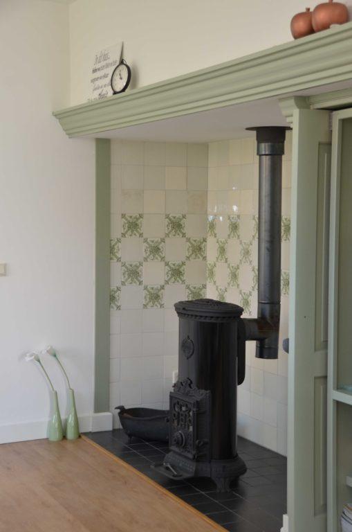 drijvers-oisterwijk-restauratie-kachel-interieur-landelijk-traditioneel-hout-wit-groen (9)
