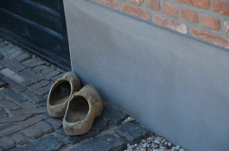 drijvers-oisterwijk-restauratie-particulier-dieren-beesten-exterieur-gevel-plint-klompen (4)