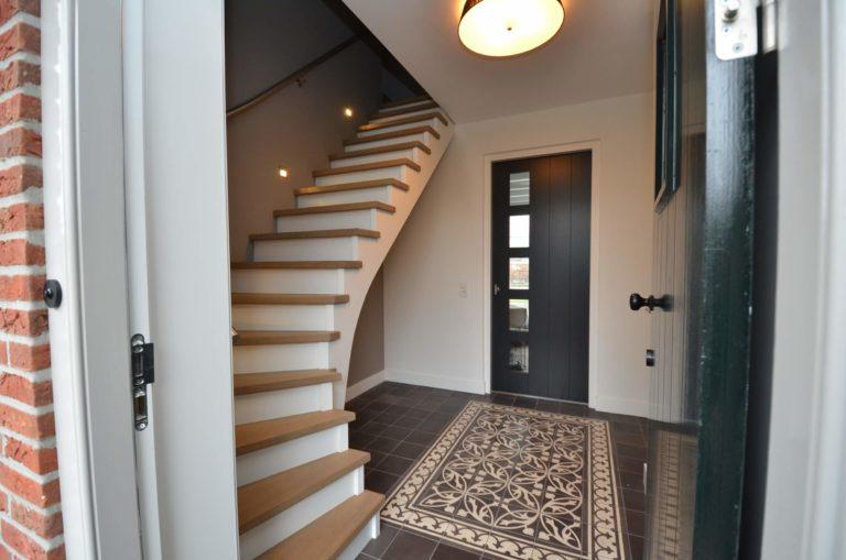 drijvers-oisterwijk-interieur-entree-trap-modern-landelijk-traditioneel-houten-spant-boerderij-villa-nieuwbouw- (24)