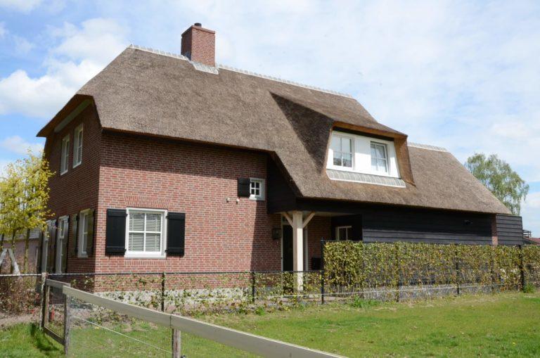 drijvers-oisterwijk-riet-baksteen-houten-gevel-spant-wolfseind-ramen-dakpannen (1)