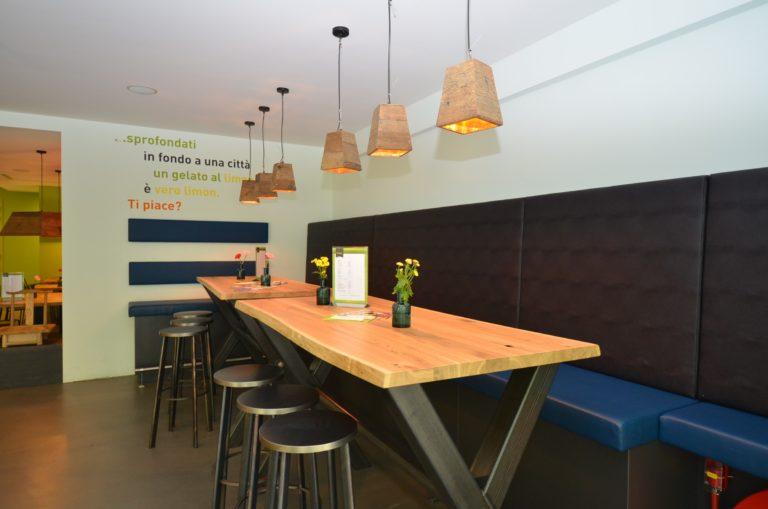 drijvers-oisterwijk-ijssalon-tilburg-modern-kleurrijk-hout-bar-gezellig-schommel (2)-min