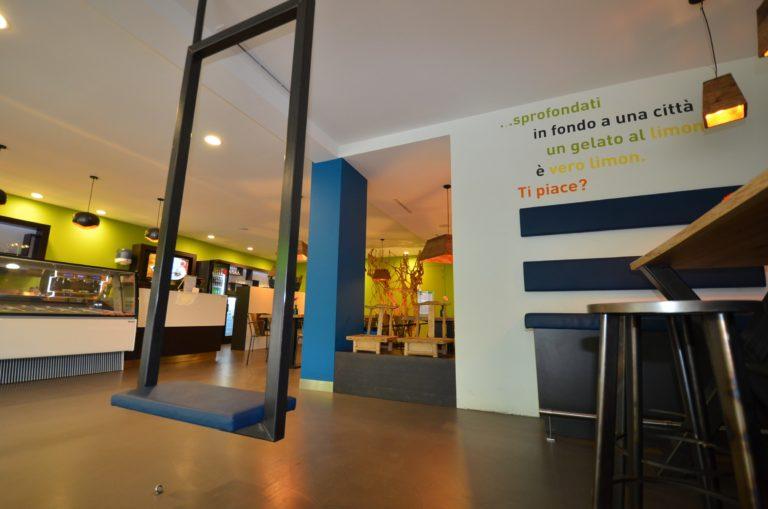 drijvers-oisterwijk-ijssalon-tilburg-modern-kleurrijk-hout-bar-gezellig-schommel (3)-min