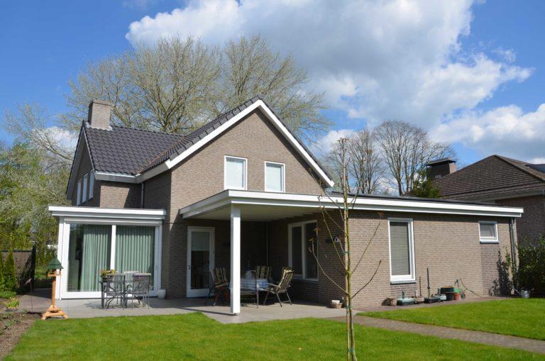 drijvers-oisterwijk-nieuwbouw-exterieur-bakstenen-pannendak-ramen-deuren-carport-schoorsteen-serre (1)