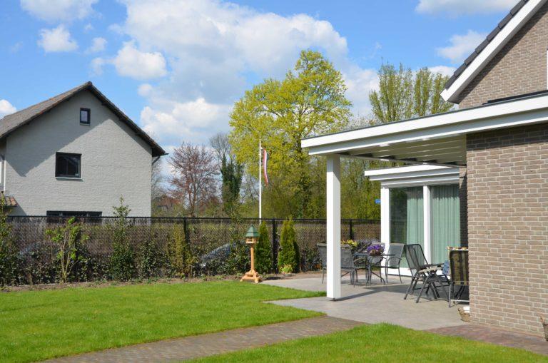 drijvers-oisterwijk-nieuwbouw-exterieur-bakstenen-pannendak-ramen-deuren-carport-schoorsteen-serre (3)