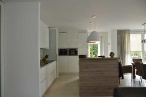 drijvers-oisterwijk-nieuwbouw-interieur-modern-strak-traditioneel-wit-hout-verlichting (1)