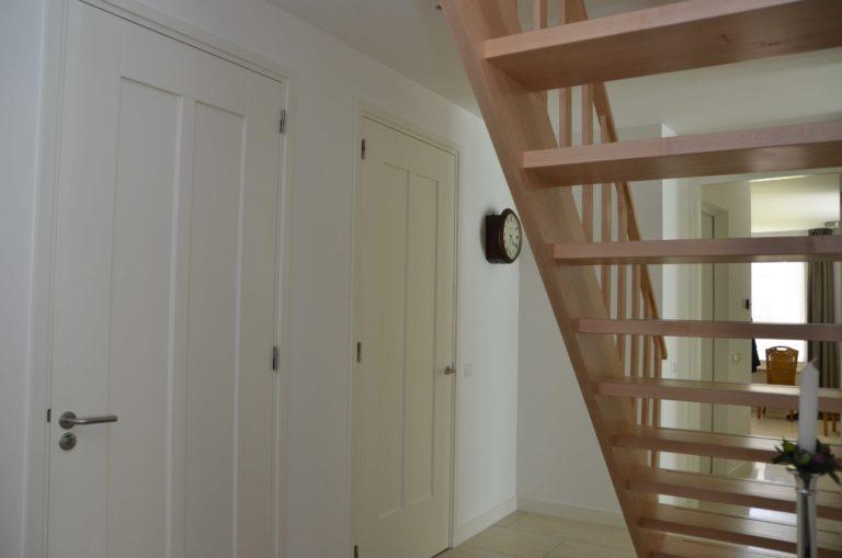 drijvers-oisterwijk-nieuwbouw-interieur-modern-strak-traditioneel-wit-hout-verlichting (13)