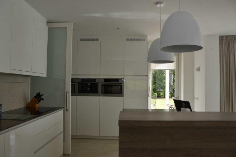 drijvers-oisterwijk-nieuwbouw-interieur-modern-strak-traditioneel-wit-hout-verlichting (15)