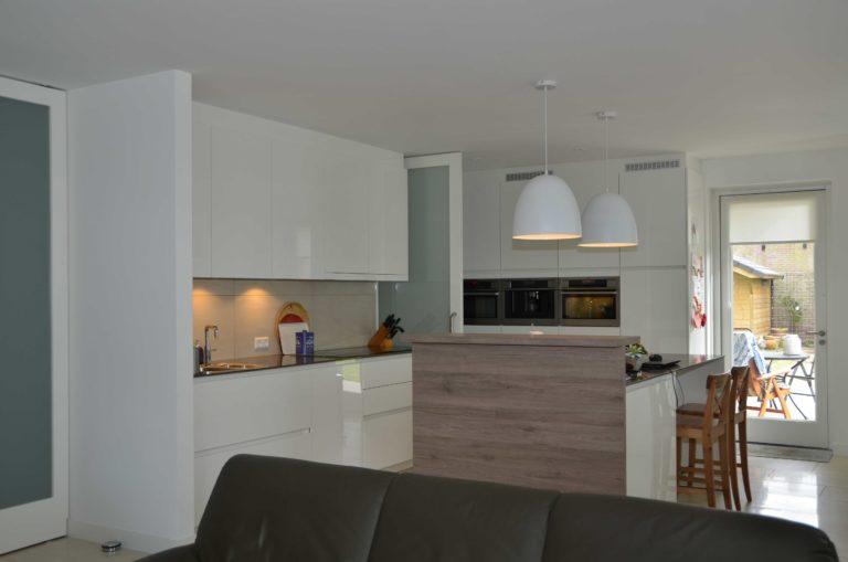 drijvers-oisterwijk-nieuwbouw-interieur-modern-strak-traditioneel-wit-hout-verlichting (2)