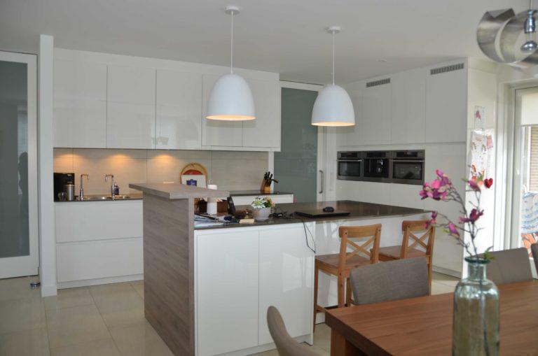 drijvers-oisterwijk-nieuwbouw-interieur-modern-strak-traditioneel-wit-hout-verlichting (3)