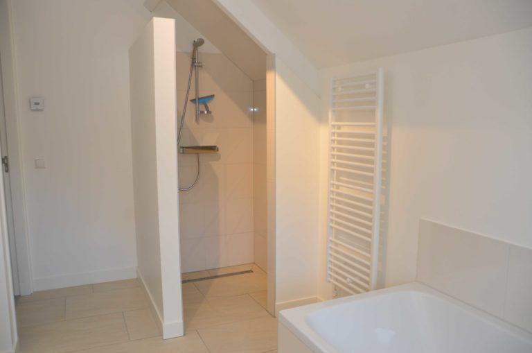 drijvers-oisterwijk-nieuwbouw-interieur-modern-strak-traditioneel-wit-hout-verlichting (7)