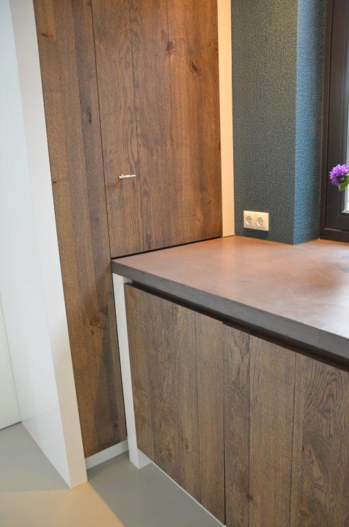 drijvers-oisterwijk-boerderij-keuken-aanrecht-blad-kast-villa-modern-landelijk-hout-interieur-nieuwbouw-licht (15)-min