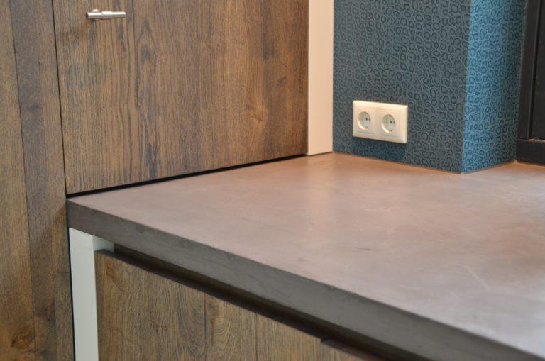 drijvers-oisterwijk-boerderij-keuken-aanrecht-blad-kastenwand-wcd-behang-villa-modern-landelijk-hout-interieur-nieuwbouw-licht (16)-min