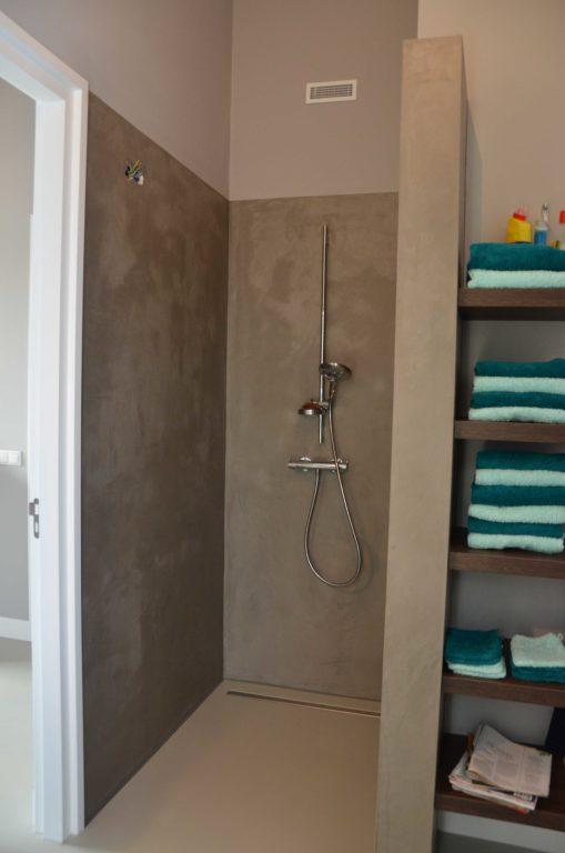 drijvers-oisterwijk-boerderij-villa-douche-badkamer-modern-landelijk-hout-interieur-nieuwbouw-licht (23)