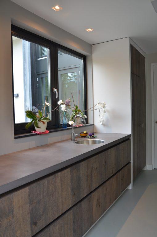 drijvers-oisterwijk-boerderij-villa-keuken-modern-landelijk-hout-interieur-nieuwbouw-licht (7)-min