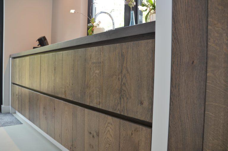 drijvers-oisterwijk-boerderij-villa-modern-keuken-front-landelijk-hout-interieur-nieuwbouw-licht (9)-min