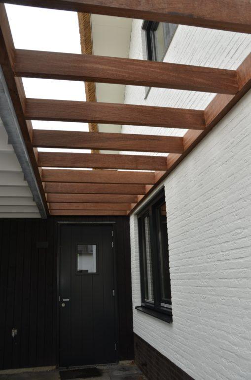 drijvers-oisterwijk-boerderij-villa-wit- geverfd-baksteen-riet-ramen-exterieur-nieuwbouw (5)-min