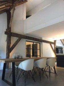 drijvers-oisterwijk-interieur-houten-spant-schoon-metselwerk-gietvloer-wit-stucwerk-verlichting-lichtplan-boerderij-landelijk-modern (1)