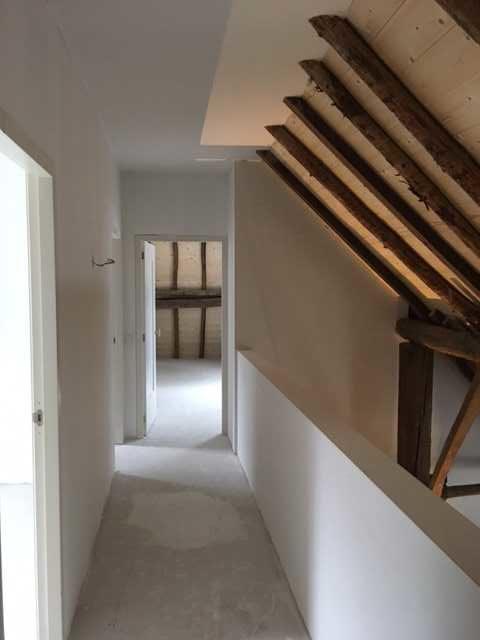 drijvers-oisterwijk-interieur-houten-spant-schoon-metselwerk-gietvloer-wit-stucwerk-verlichting-lichtplan-boerderij-landelijk-modern (10)