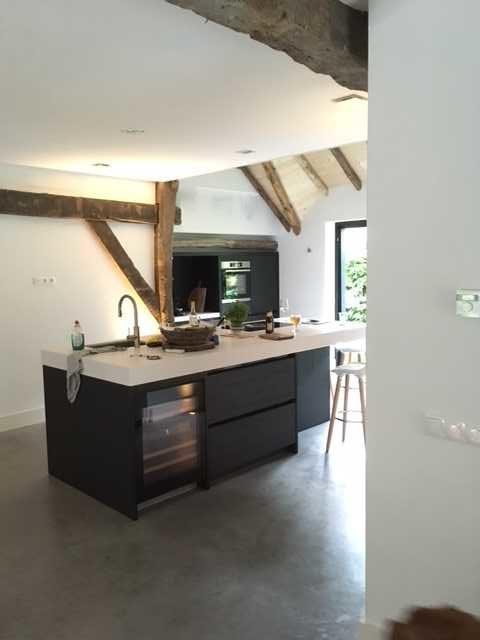 drijvers-oisterwijk-interieur-houten-spant-schoon-metselwerk-gietvloer-wit-stucwerk-verlichting-lichtplan-boerderij-landelijk-modern (14)