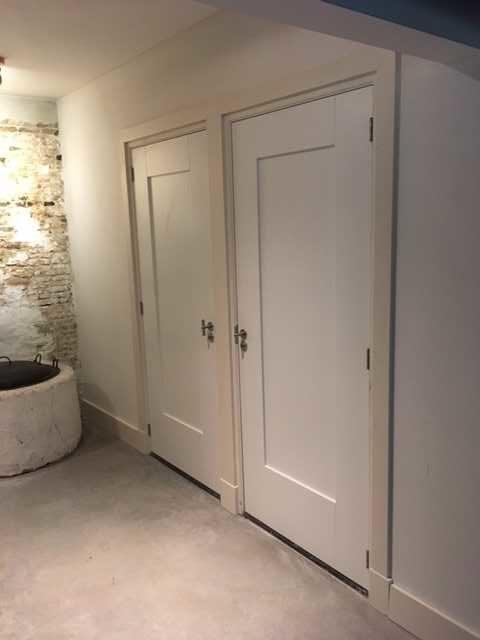 drijvers-oisterwijk-interieur-deuren-houten-spant-schoon-metselwerk-gietvloer-wit-stucwerk-verlichting-lichtplan-boerderij-landelijk-modern (6)