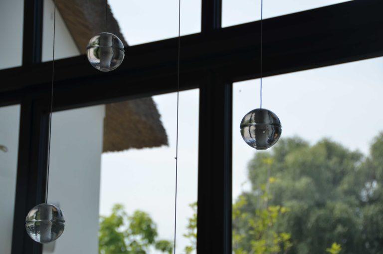drijvers-oisterwijk-villa-boerderij-contrast-interieur-nieuwbouw-strak-modern-hout-landelijk-staal-deur-bakstenen-metselwerk-ramen-lichtinval-verlichting-wit-zwart (22)