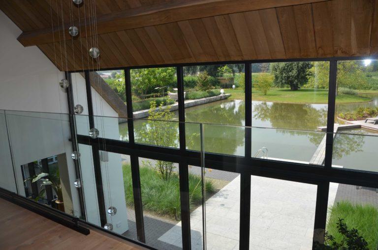 drijvers-oisterwijk-villa-boerderij-contrast-interieur-nieuwbouw-strak-modern-hout-landelijk-staal-deur-bakstenen-metselwerk-ramen-lichtinval-verlichting-wit-zwart (7)