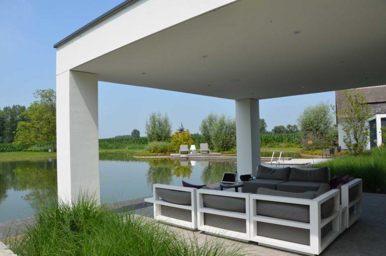 drijvers-oisterwijk-villa-boerderij-modern-landelijk-traditioneel-contrast-wit-stucwerk-bakstenen-hout-gevel-spanten-pui-riet-dakpannen (26)