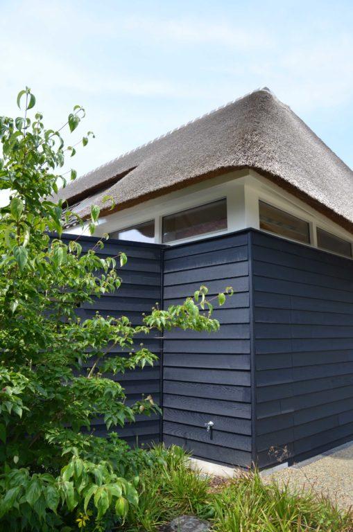 drijvers-oisterwijk-villa-boerderij-modern-landelijk-traditioneel-contrast-wit-stucwerk-bakstenen-hout-gevel-spanten-pui-riet-dakpannen (27)