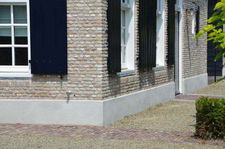 drijvers-oisterwijk-villa-boerderij-modern-landelijk-traditioneel-contrast-wit-stucwerk-bakstenen-hout-gevel-spanten-pui-riet-dakpannen (4)