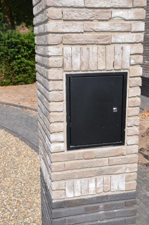 drijvers-oisterwijk-riet-gedekt-bakstenen-hout-gevel-bijgebouw-carport-schoorsteen-ramen-deuren-villa-exterieur (4)