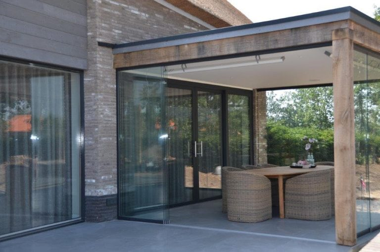 drijvers-oisterwijk-riet-gedekt-bakstenen-hout-gevel-bijgebouw-carport-schoorsteen-ramen-deuren-villa-exterieur (5)