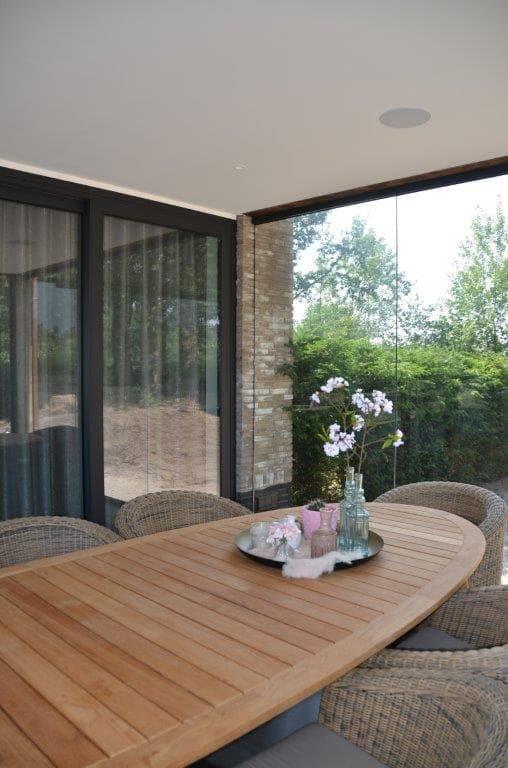 drijvers-oisterwijk-riet-gedekt-bakstenen-hout-gevel-bijgebouw-carport-schoorsteen-ramen-deuren-villa-exterieur (6)