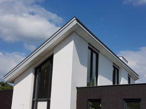 drijvers-oisterwijk-nieuwbouw-lessenaarsdak-dakpannen-wit-stucwerk-modern-strak-exterieur-bakstenen-ramen-grote-pui (4)