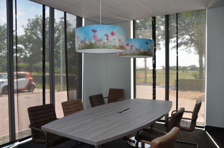 drijvers-oisterwijk-veterinair-centrum-verlichting-lampenkap-modern-interieur-nieuwbouw-natuur-dieren-verlichting-rood-strak (13)