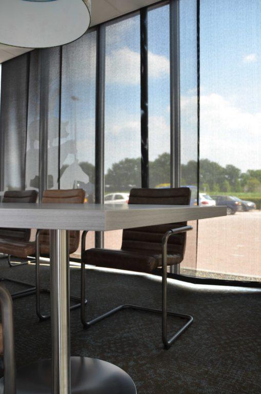drijvers-oisterwijk-veterinair-centrum-modern-interieur-nieuwbouw-natuur-dieren-verlichting-rood-strak (14)