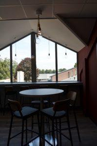drijvers-oisterwijk-veterinair-centrum-modern-interieur-nieuwbouw-natuur-dieren-verlichting-rood-strak (14)-min