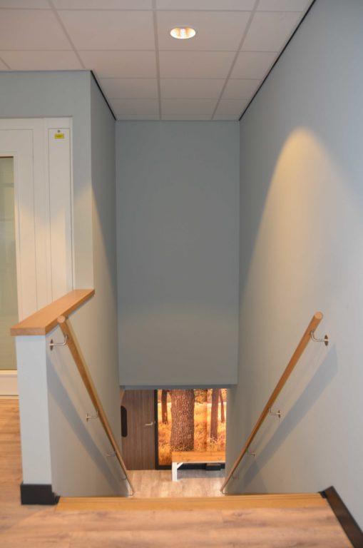 drijvers-oisterwijk-veterinair-centrum-modern-interieur-nieuwbouw-natuur-dieren-verlichting-rood-strak (2)
