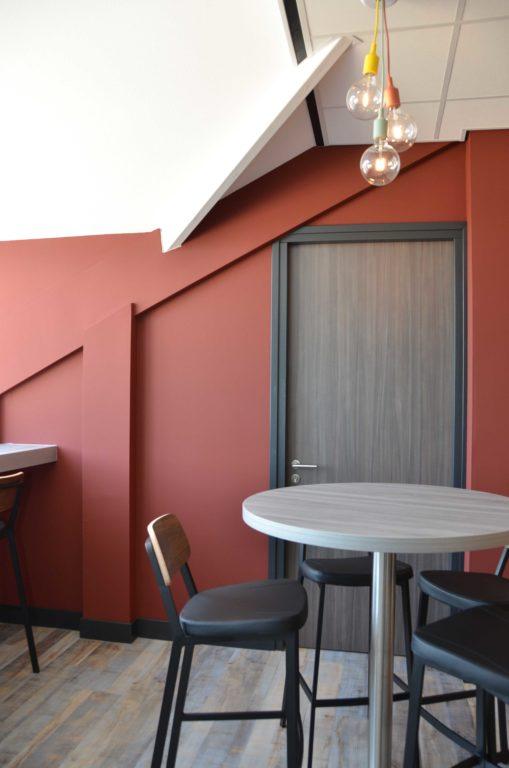 drijvers-oisterwijk-veterinair-centrum-modern-interieur-nieuwbouw-natuur-dieren-verlichting-rood-strak (5)