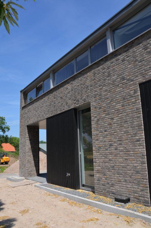 drijvers-oisterwijk-veterinair-centrum-modern-interieur-nieuwbouw-natuur-dieren-verlichting-rood-strak (5)-min