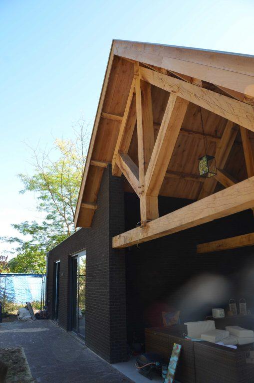 drijvers-oisterwijk-exterieur-particulier-woonhuis-villa-wit-stucwerk-zwart-kozijn-hout-spant-pannendak-dakkapel-modern (10)