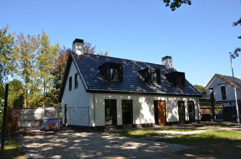 drijvers-oisterwijk-exterieur-particulier-woonhuis-villa-wit-stucwerk-zwart-kozijn-hout-spant-pannendak-dakkapel-modern (2)