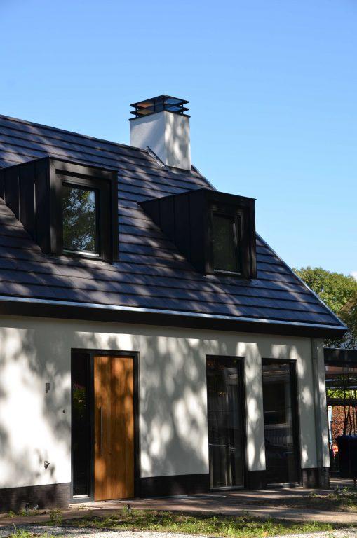 drijvers-oisterwijk-exterieur-particulier-woonhuis-villa-wit-stucwerk-zwart-kozijn-hout-spant-pannendak-dakkapel-modern (3)
