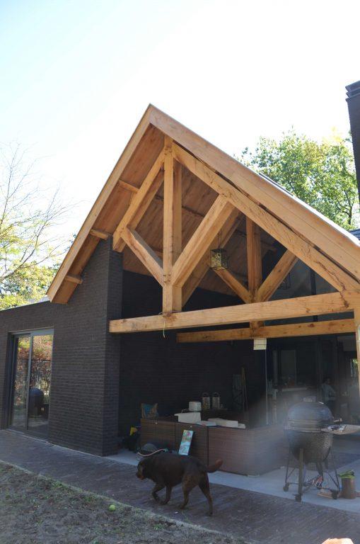 drijvers-oisterwijk-exterieur-particulier-woonhuis-villa-wit-stucwerk-zwart-kozijn-hout-spant-pannendak-dakkapel-modern (6)