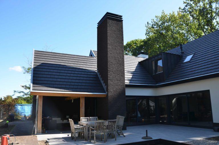 drijvers-oisterwijk-exterieur-particulier-woonhuis-villa-wit-stucwerk-zwart-kozijn-hout-spant-pannendak-dakkapel-modern (7)