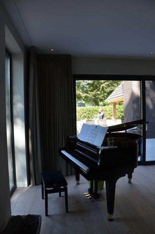 drijvers-oisterwijk-interieur-woonhuis-villa-modern-hout-particulier-zwart-staal-strak (11)