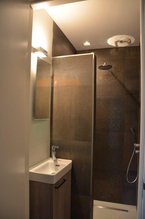drijvers-oisterwijk-interieur-woonhuis-badkamer-villa-modern-hout-particulier-zwart-staal-strak (12)