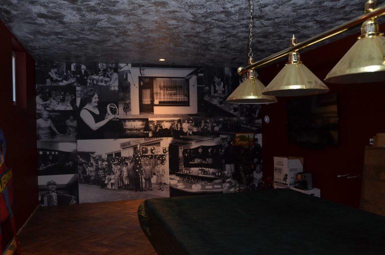 drijvers-oisterwijk-interieur-mancave-woonhuis-villa-modern-hout-particulier-zwart-staal-strak (15)