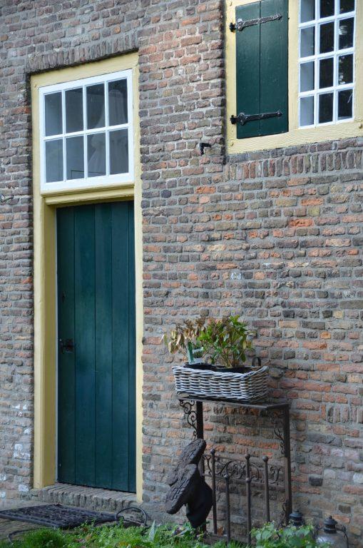 drijvers-oisterwijk-interieur-houten-spant-schoon-metselwerk-gietvloer-wit-stucwerk-verlichting-lichtplan-boerderij-landelijk-modern-rieten-kap-bakstenen-luiken (23)-min
